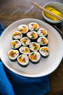 Korean kimbap photo from side angle