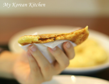 Sweet Korean Pancake Mix (Hoddeok)